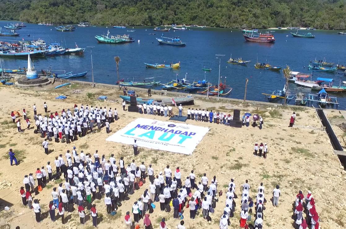 """FPIK UB sukseskan Aksi Bersih Pantai Nasional """"Menghadap Laut"""""""