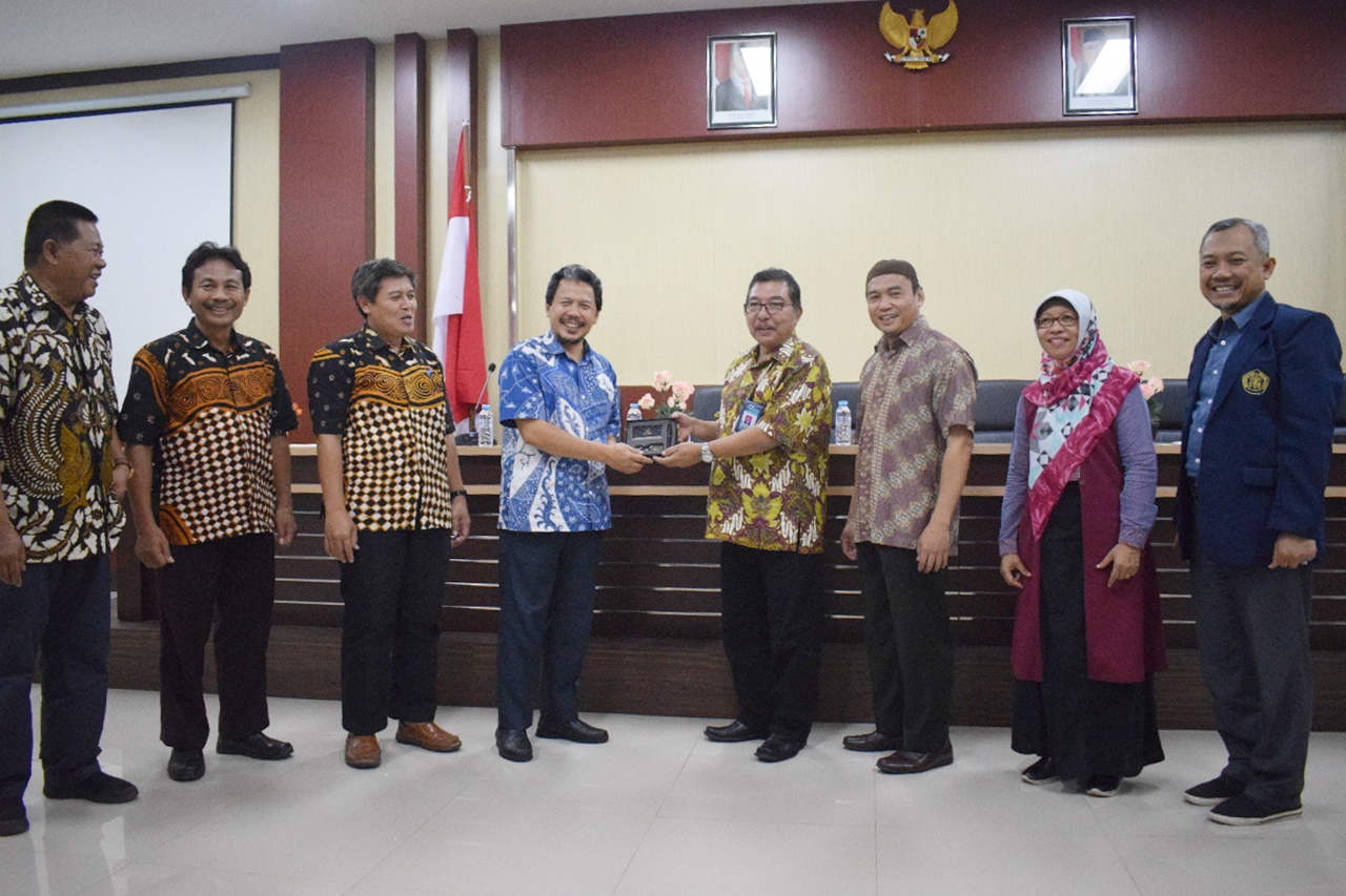 Benchmarking Study of Fisheries Department UGM to FFMS UB